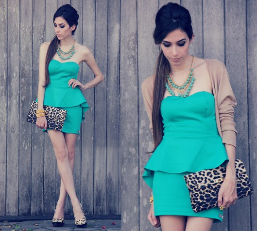 Lookbook green dress leopard purse