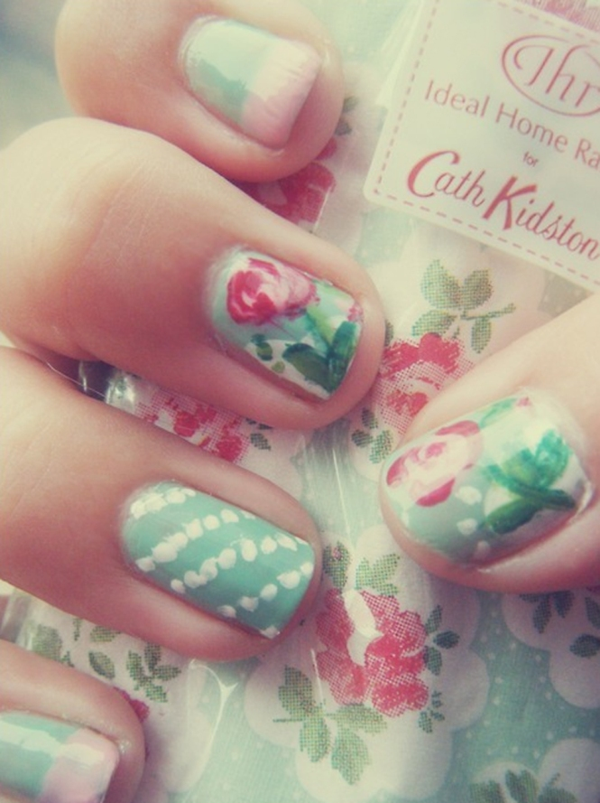 Nail Art Floral Stripes