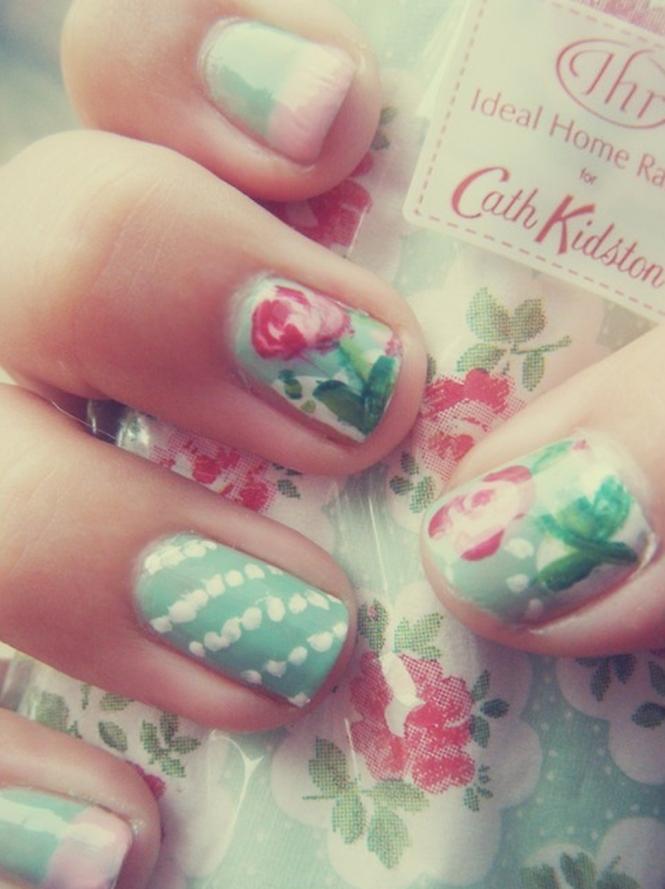 Nail Art Floral Stripes